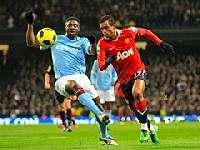 Жаркий вечер футбола в Манчестере сильнейшего не выявил