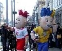Талисманы ЕВРО-2012 на улицах Харькова