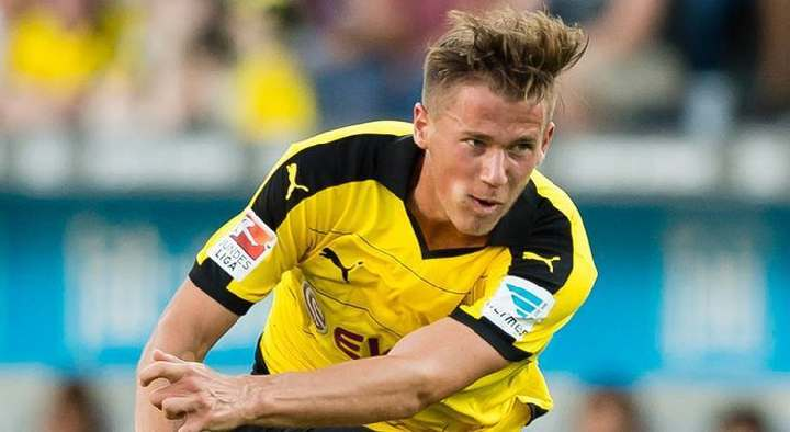 Защитник дортмундской «Боруссии» пропустит еще шесть недель