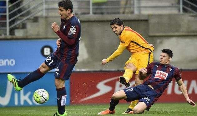 Барселона сделала запрос в Эйбар по аренде Капы