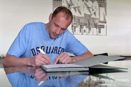 «Вердер» продлил контракт с вратарем
