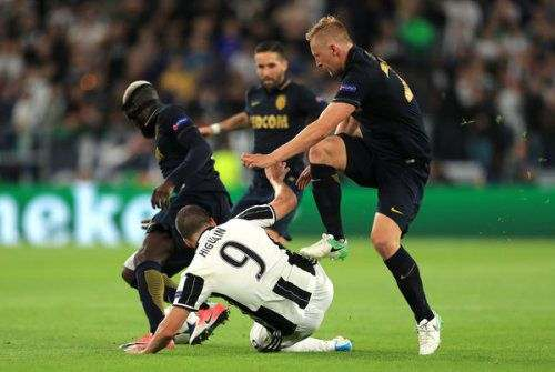 «Монако» продлил контракт с защитником