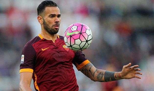 Рома продлила контракт с Кастаном, но постарается продать футболиста зимой
