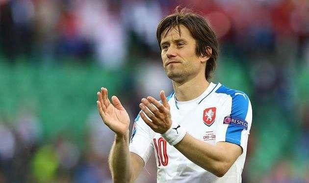 Росицки объявил о завершении карьеры