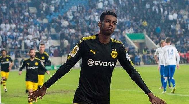 Исак покидает Боруссию Д – на форварда претендуют 2 клуба