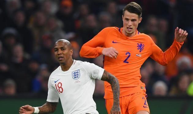 Боруссия интересуется защитником сборной Нидерландов