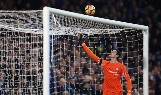 Куртуа хочет перейти в ПСЖ, Челси не намерен его отпускать — RMC Sport