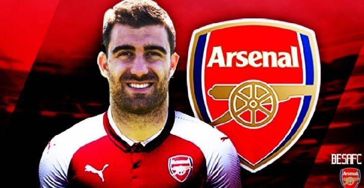 Арсенал объявил о подписании Сократиса Папастатопулоса