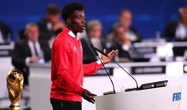 Бавария ведет переговоры по 17-летнему канадцу