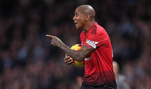 Манчестер Юнайтед предложил Янгу новый годичный контракт