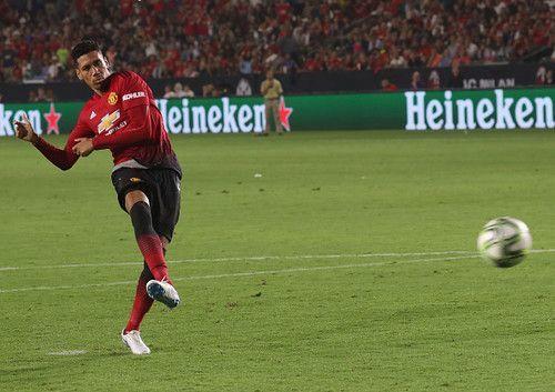 Манчестер Юнайтед продлил контракт со Смоллингом до 2022 года