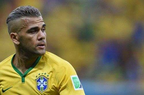 Дани Алвес - капитан сборной Бразилии
