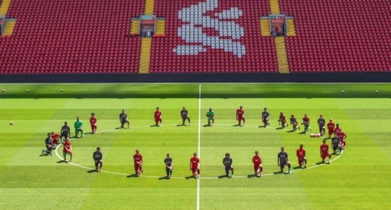 ФОТО. Игроки Ливерпуля встали на колено в память о Джордже Флойде