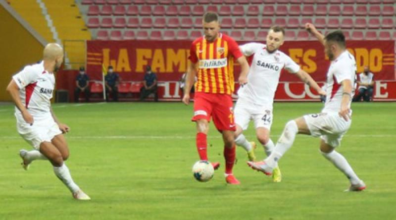 Артем Кравец забил в третьем матче подряд