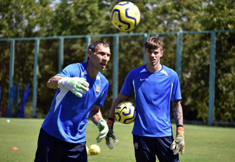 Вратарь Шахтера продолжит карьеру в Мариуполе