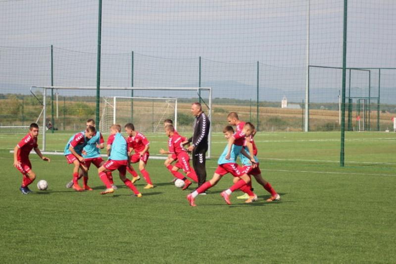 Венгры построили футбольную академию под Мукачево. Ее курирует Кишварда, а дети учат венгерский язык