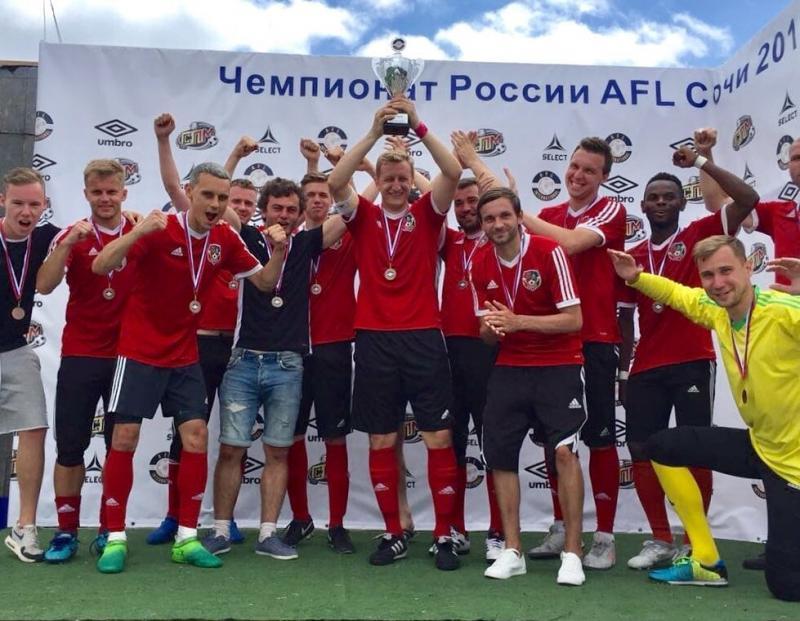 Оказывается, в Москве есть свой ФК Харьков. Скопировали старую эмблему и цвета, играют украинцы