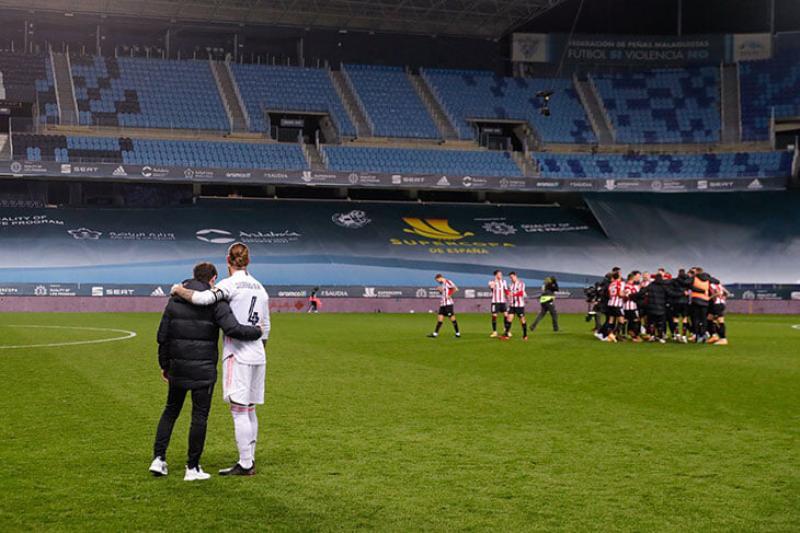 Так выглядит максимальное уважение: тренер Атлетика утешает Рамоса сразу после победы