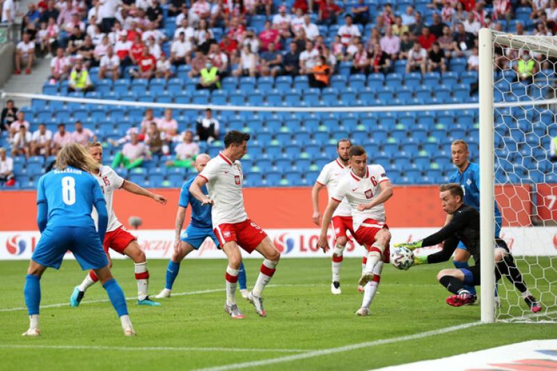 Левандовски и компания. Польша едва унесла ноги в матче против Исландии
