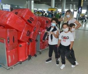 Жену хавбека Шахтера завернули назад в аэропорту с 17 чемоданами